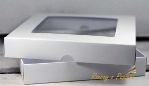 Pudełko Rzeczy z Papieru z okienkiem kwadrat 15x15x2,5 Białe